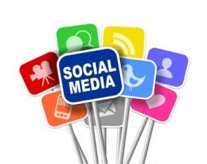 Carteles con los logotipos de redes sociales