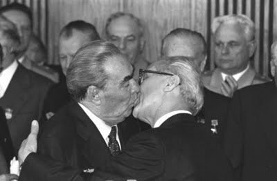 Beso Histórico entr Breznev y Honecker