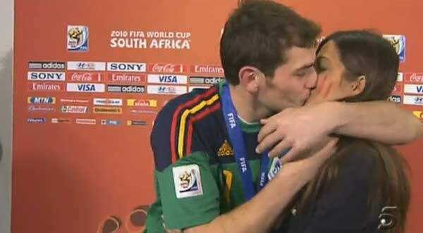 Beso del Mundial entre Iker Casillas y Sara Carbonero