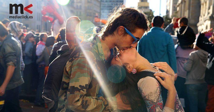 Beso de pareja colobiana en el proyecto 100 world kisses